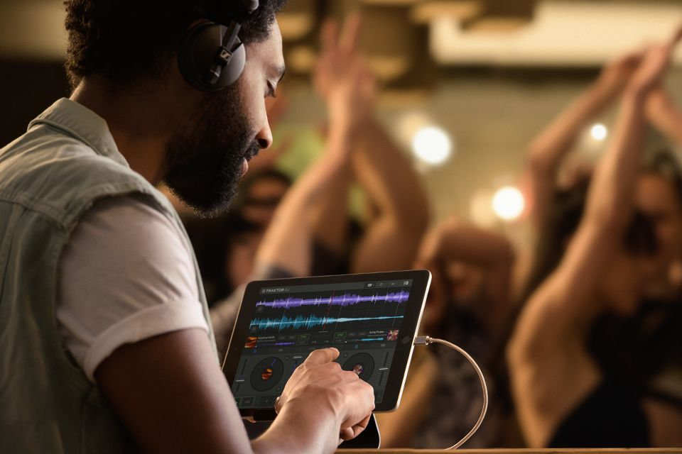 Traktor : DJ Software : Traktor DJ 2 | Products